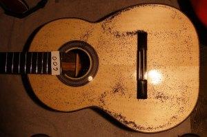Guitar resonating at 600 Hz.